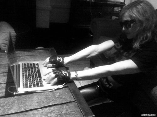 Madonna.jpg.88cde376e27faf9ec55ea868e9373091.jpg