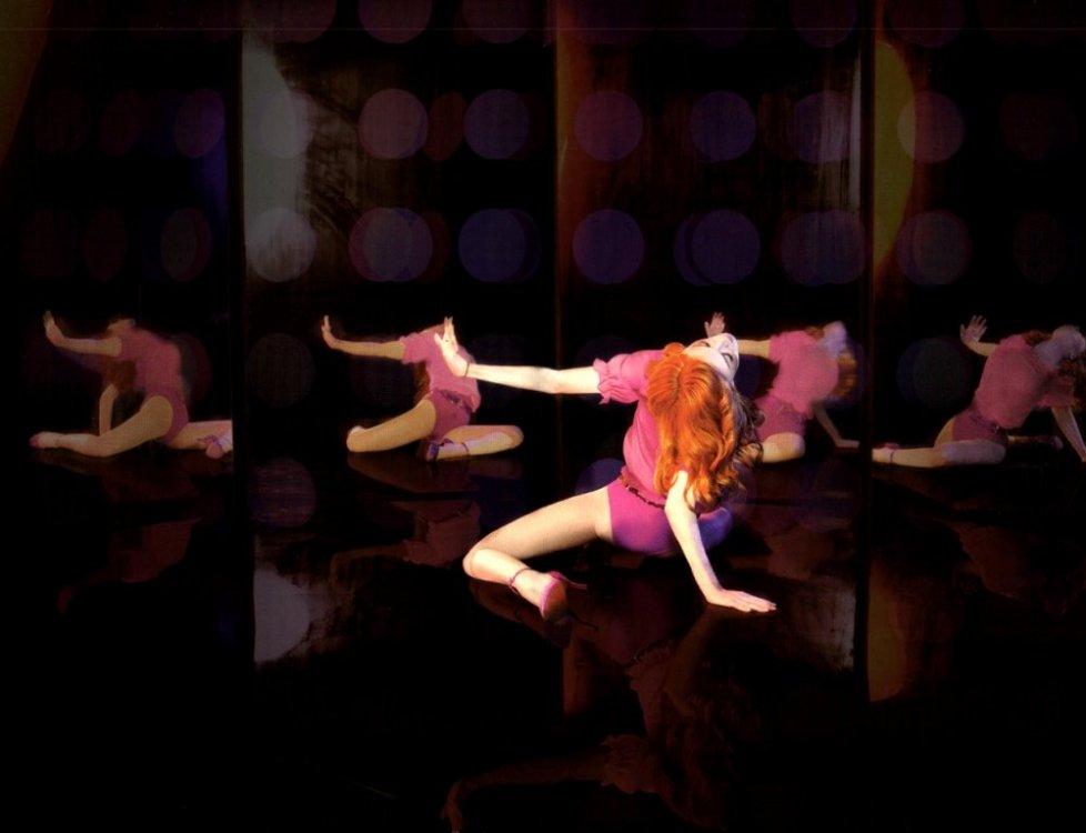 madonna-confessions-on-a-dancefloor-2005-09.jpeg